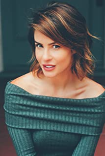 Linsey Godfrey Picture