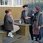 Nina Doroshina, Natalya Tenyakova, and Sergey Yurskiy in Lyubov i golubi (1985)