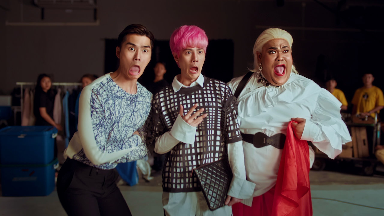 Paopetch Charoensook, Thongchai Thongkanthom, and Ratthanant Janyajirawong in Tootsies & the Fake (2019)