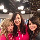 episode iPear Store with Miranda Cosgrove & Jennette McCurdy on the set of iCarly