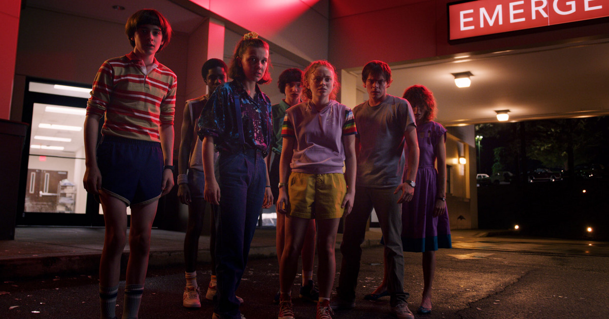 Natalia Dyer, Caleb McLaughlin, Sadie Sink, Millie Bobby Brown, Finn Wolfhard, Charlie Heaton, and Noah Schnapp in Stranger Things (2016)
