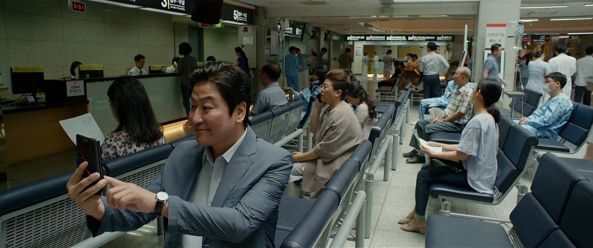 Kang-ho Song and Jeong-eun Lee in Gisaengchung (2019)