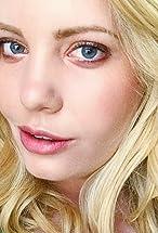 Emma Julia Jacobs's primary photo