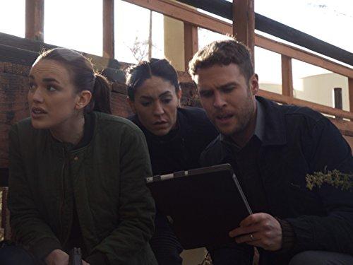 Iain De Caestecker, Natalia Cordova-Buckley, and Elizabeth Henstridge in Agents of S.H.I.E.L.D. (2013)
