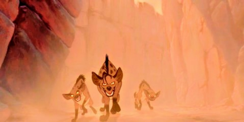 Simba harus lari ke dalam hutan setelah dikejar kawanan Hyena.