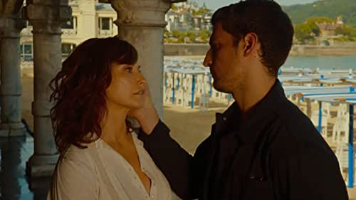 A married American couple go to the San Sebastian Festival and get caught up in the magic of the event, the beauty and charm of the city and the fantasy of movies.