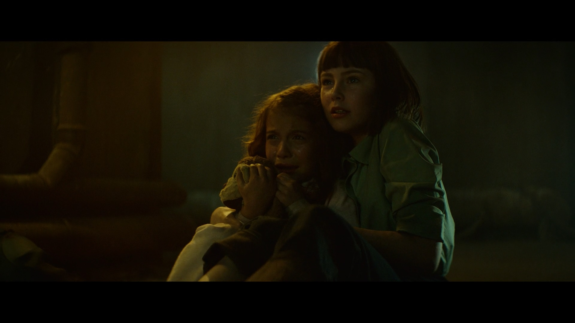 Amelia Crouch and Erica Tremblay in Extinction (2018)