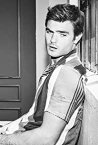 Primary photo for Alex Roe