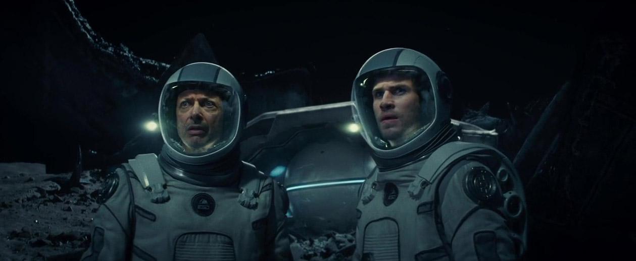 Jeff Goldblum and Liam Hemsworth in Independence Day: Resurgence (2016)