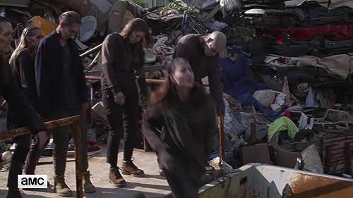 The Walking Dead: Shredding Walkers (Featurette)