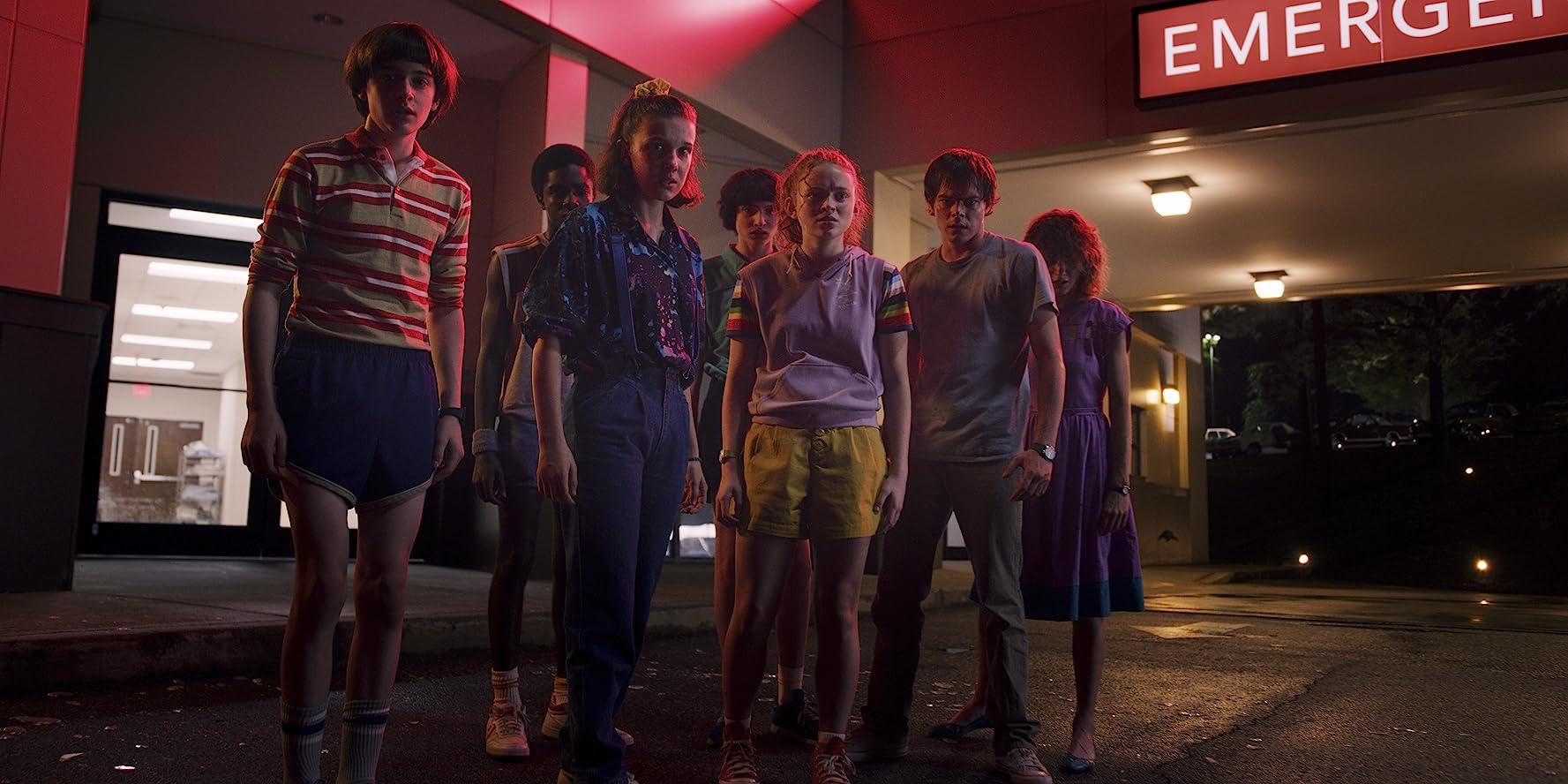 Natalia Dyer, Caleb McLaughlin, Sadie Sink, Millie Bobby Brown, Finn Wolfhard, Charlie Heaton, and Noah Schnapp in Stranger Things (2016)
