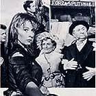 Nando Bruno, Titina De Filippo, Jorge Mistral, and Magali Noël in È arrivata la parigina (1958)