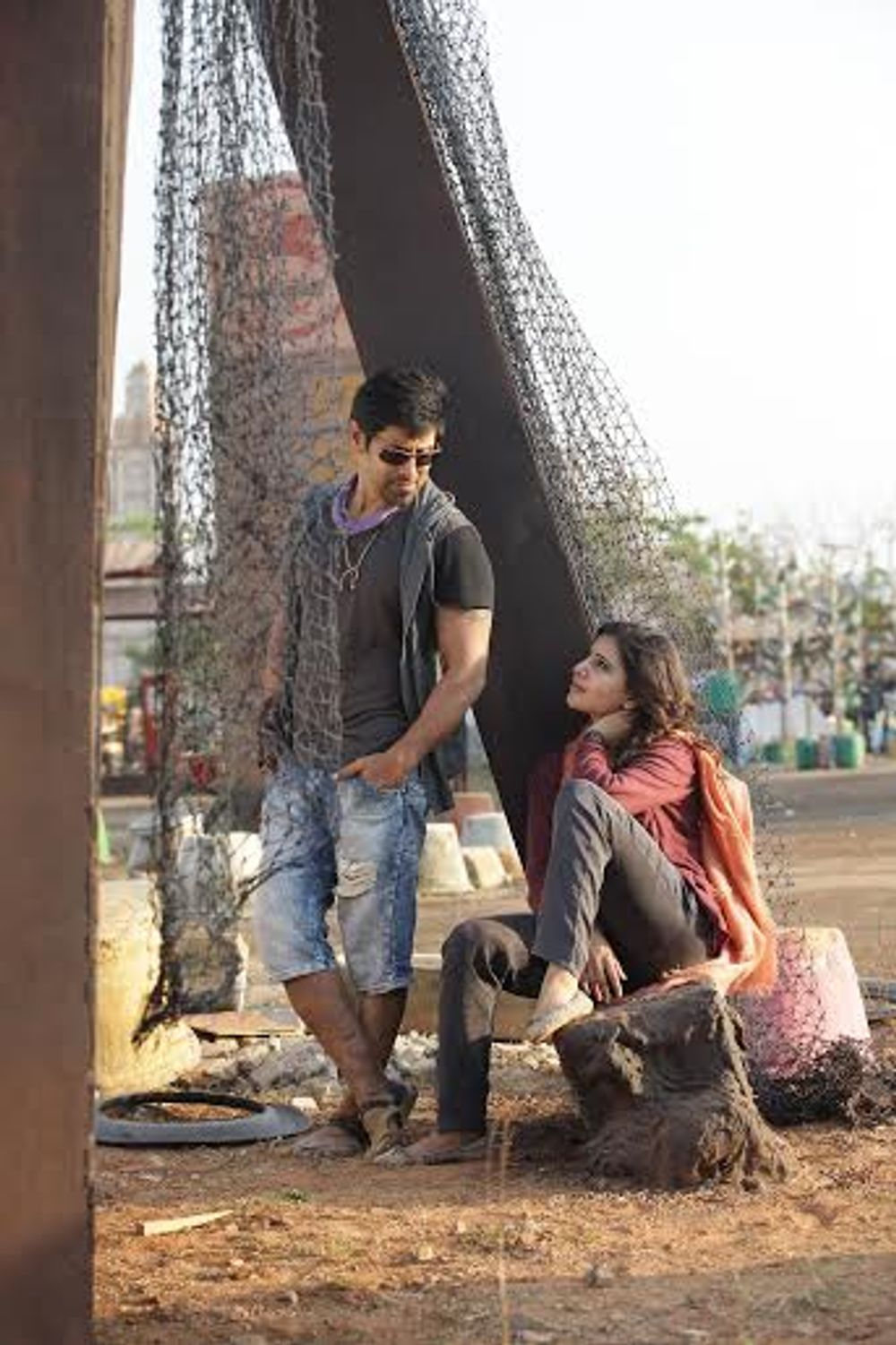 Vikram and Samantha Akkineni in 10 Endrathukulla (2015)