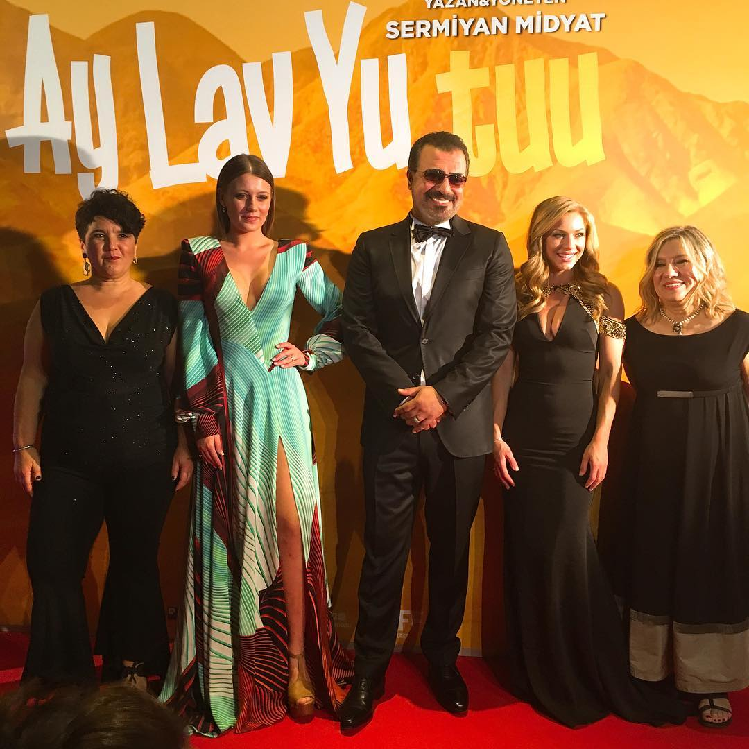 Aysenil Samlioglu, Sermiyan Midyat, Ayça Damgaci, Gizem Karaca, and Nikki Leigh at an event for Ay Lav Yu Tuu (2017)