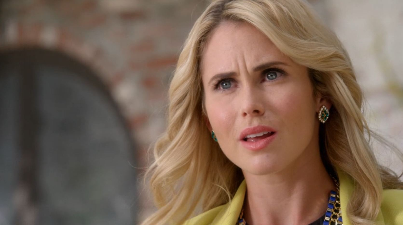 Anna Hutchison in The Right Girl (2015)