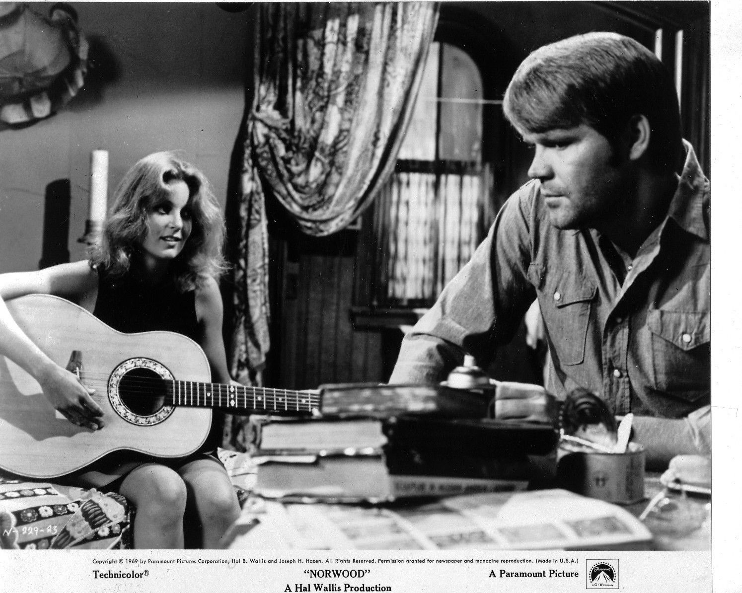 Glen Campbell and Tisha Sterling in Norwood (1970)