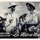 Fernando Fernán Gómez and Enrique Guitart in La mies es mucha (1949)