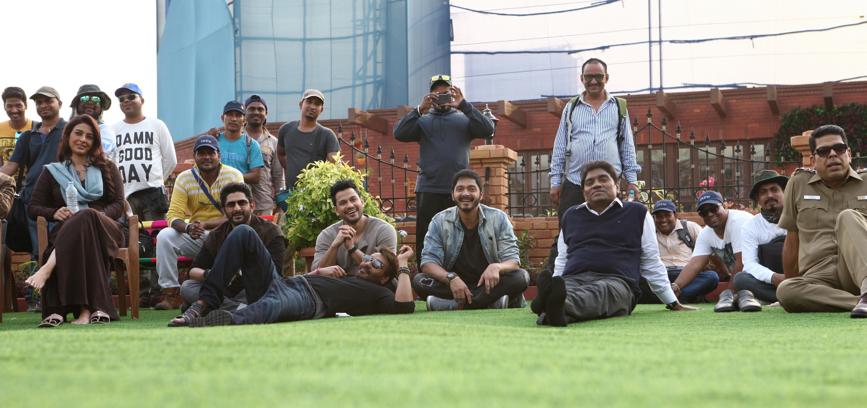 Tabu, Ajay Devgn, Kunal Khemu, Johnny Lever, and Shreyas Talpade in Golmaal Again (2017)