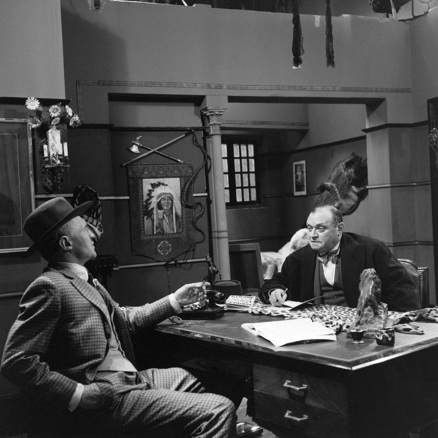 Michel Salina and Raymond Souplex in Les cinq dernières minutes (1958)