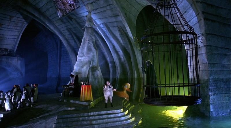 Danny DeVito, Christopher Walken, Bobby Bell, Debbie Lee Carrington, and Felix Silla in Batman Returns (1992)