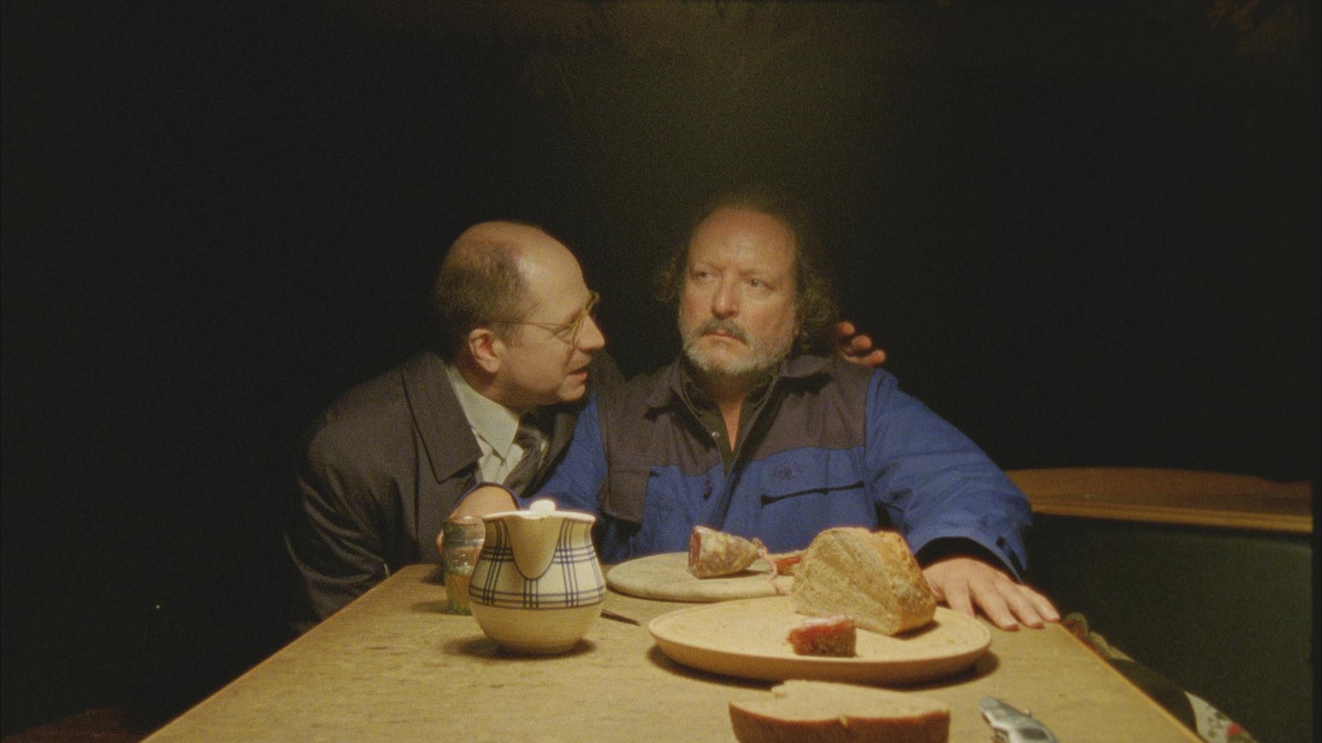 Peter Kaghanovitch and Markus Vogelbacher in Electric Light - elektrisches Licht in einer kleinen Stadt (2022)