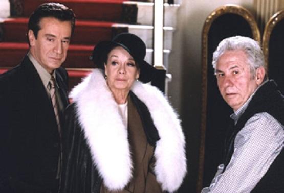 Giorgos Mihalakopoulos, Jenny Roussea, and Antonis Theodorakopoulos in Me thea sto pelago (2004)