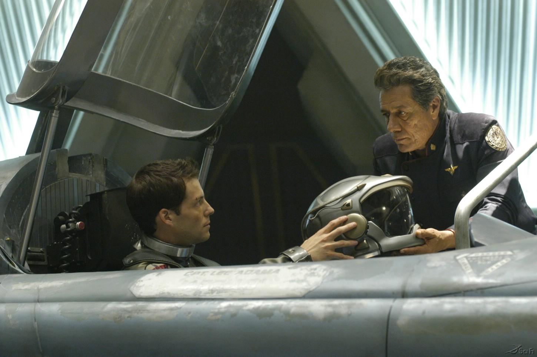 Edward James Olmos and Jamie Bamber in Battlestar Galactica (2004)