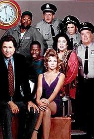 Elizabeth Berridge, Liz Torres, Lenny Clarke, John Larroquette, Chi McBride, Daryl Mitchell, John F. O'Donohue, and Gigi Rice in The John Larroquette Show (1993)