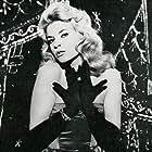 Dolly Bell in Les bonnes femmes (1960)