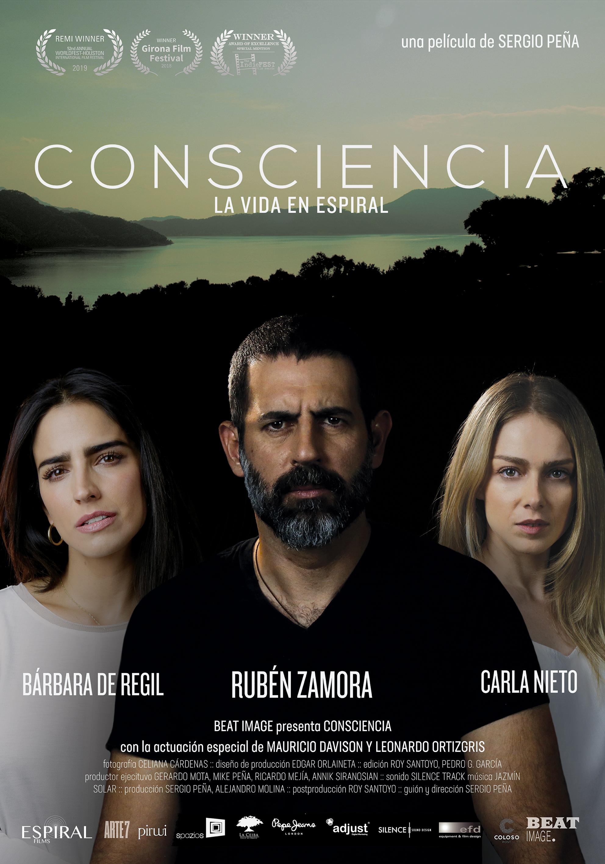 Ruben Zamora, Carla Nieto, and Bárbara de Regil in Consciencia (2018)