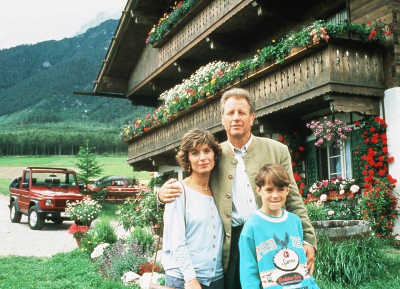 Manuel Guggenberger, Gerhart Lippert, and Anita Zagaria in Der Bergdoktor (1992)