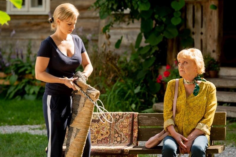 Malgorzata Rozniatowska and Barbara Wypych in M jak milosc (2000)