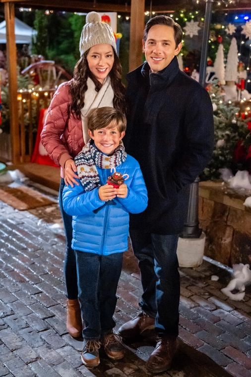 Kenneth Cummins, Michael Rady, and Lucia Micarelli in The Christmas Bow (2020)