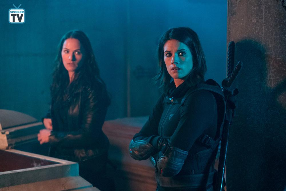 Kelly Overton and Missy Peregrym in Van Helsing (2016)