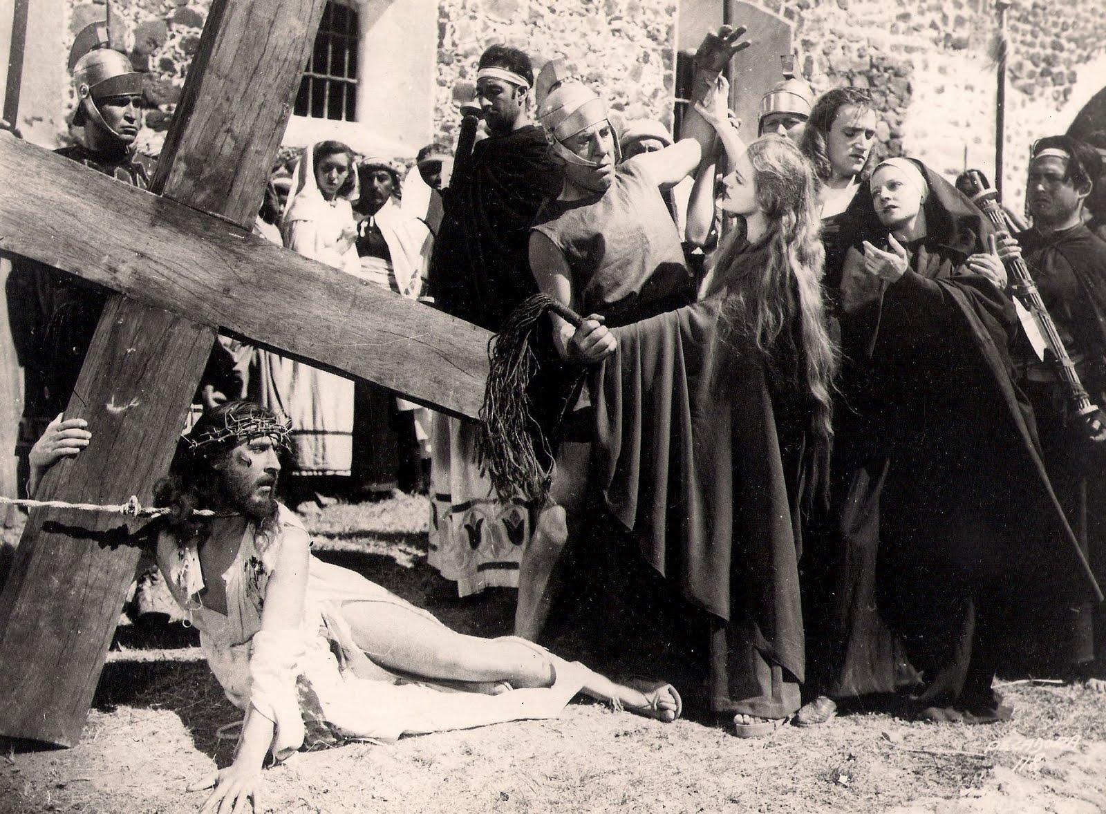 Luana Alcañiz, Luis Alcoriza, Rafael Banquells, Stephen Berne, and Medea de Novara in María Magdalena, pecadora de Magdala (1946)
