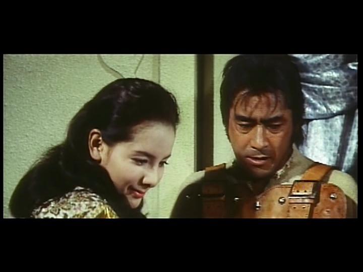 Toshirô Mifune and Mie Hama in Dai tozoku (1963)