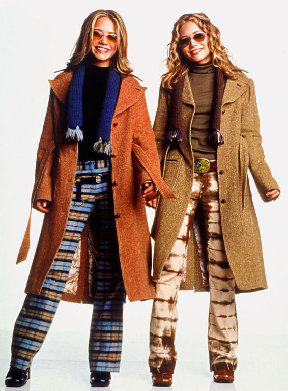Ashley Olsen and Mary-Kate Olsen in Winning London (2001)