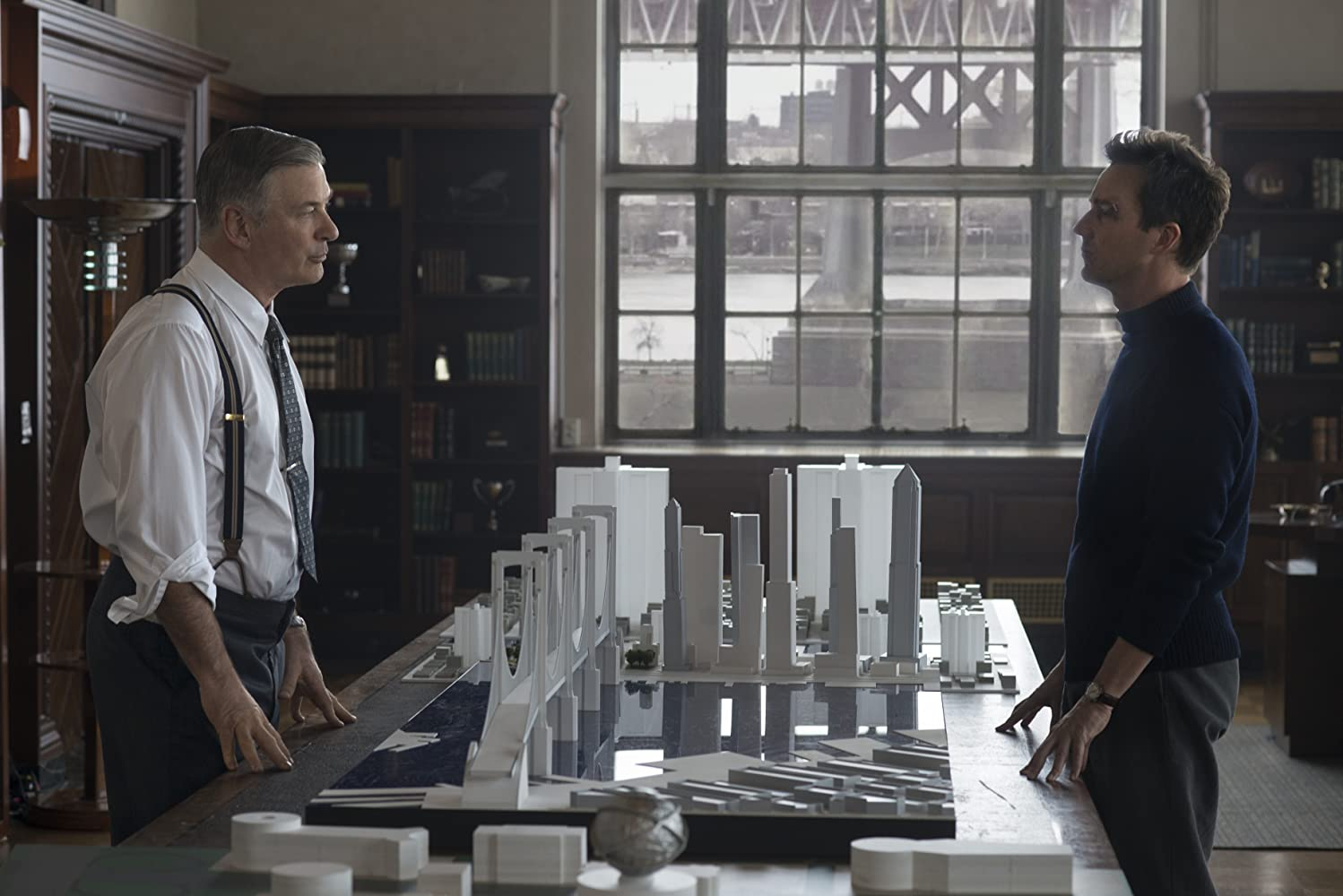 Alec Baldwin and Edward Norton in Motherless Brooklyn (2019)