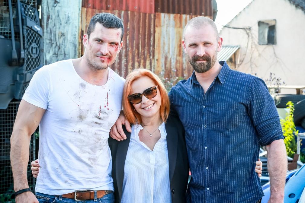 Kamila Magálová, Tomas Mastalir, and Ján Koleník in Za sklom (2016)