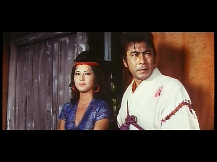 Toshirô Mifune and Kumi Mizuno in Dai tozoku (1963)