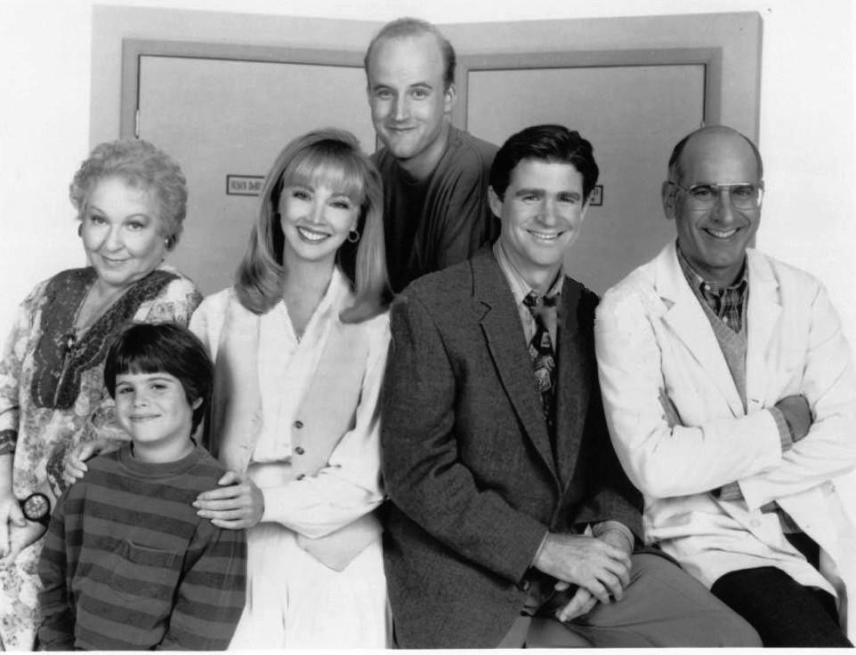 Shelley Long, Treat Williams, Estelle Harris, Lightfield Lewis, Ross Malinger, and George Wyner in Good Advice (1993)