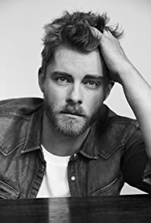 Luke Mitchell Picture