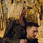 Eliza Taylor and Richard Harmon in The 100 (2014)