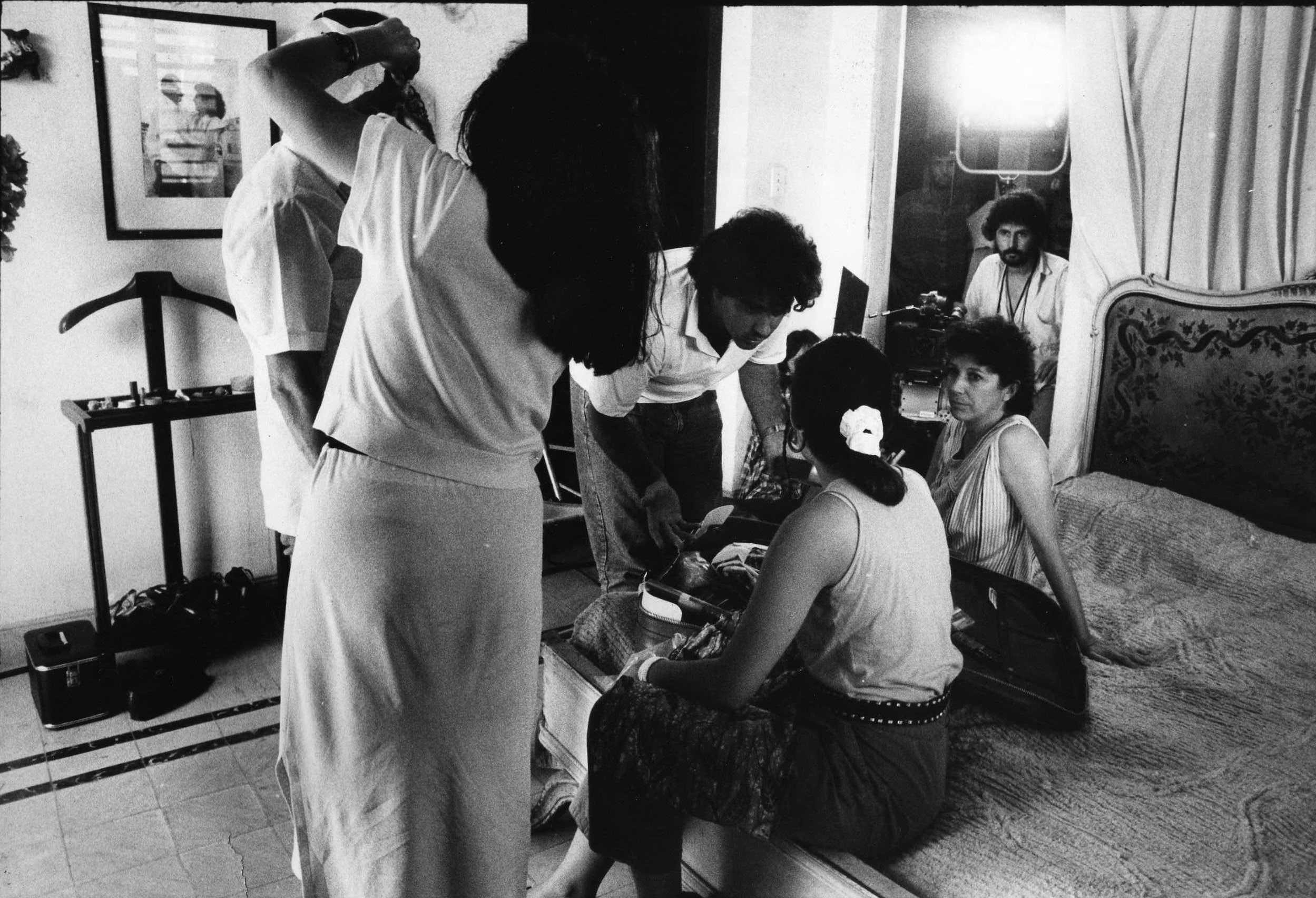 Coralia Veloz, Marina Arango, Julio César Rodríguez, and Emilio Oscar Alcalde in El Encanto del Regreso (1991)
