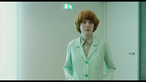 Alice (Emily Beecham) is a single mother and dedicated senior plant breeder at a corporation engaged in developing new species. She has engineered a special crimson flower, remarkable not only for its beauty but also for its therapeutic value: if kept at the ideal temperature, fed properly and spoken to regularly, this plant makes its owner happy. Against company policy, Alice takes one home as a gift for her teenage son, Joe. They christen it 'Little Joe.' But as their plant grows, so too does Alice's suspicion that her new creation may not be as harmless as its nickname suggests.