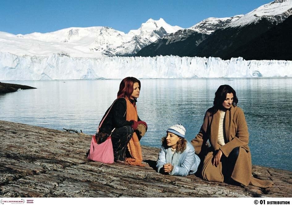 Francesca d'Aloja, Iaia Forte, and Silke in Tre mogli (2001)