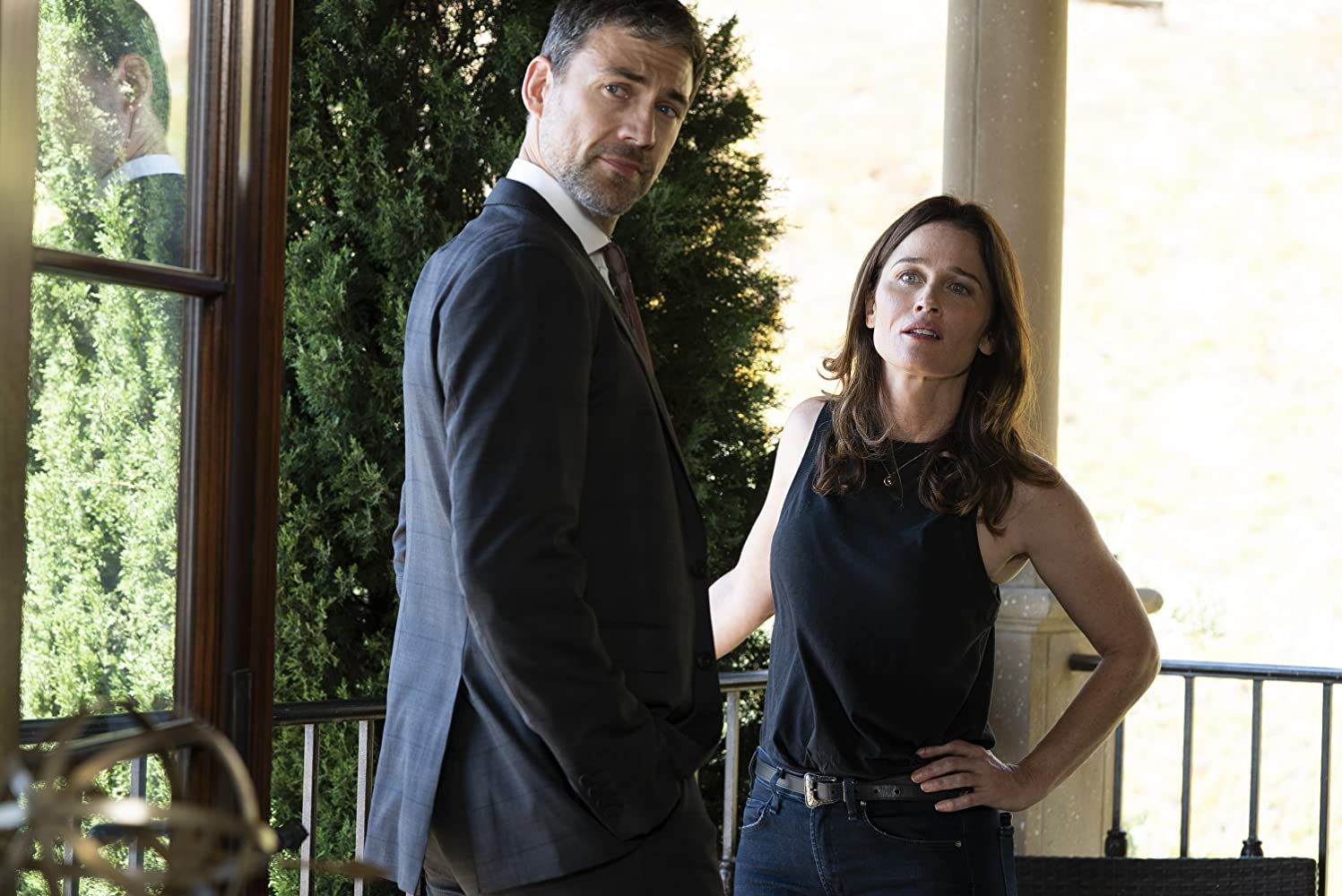 Robin Tunney and Adam Rayner in The Fix (2019)