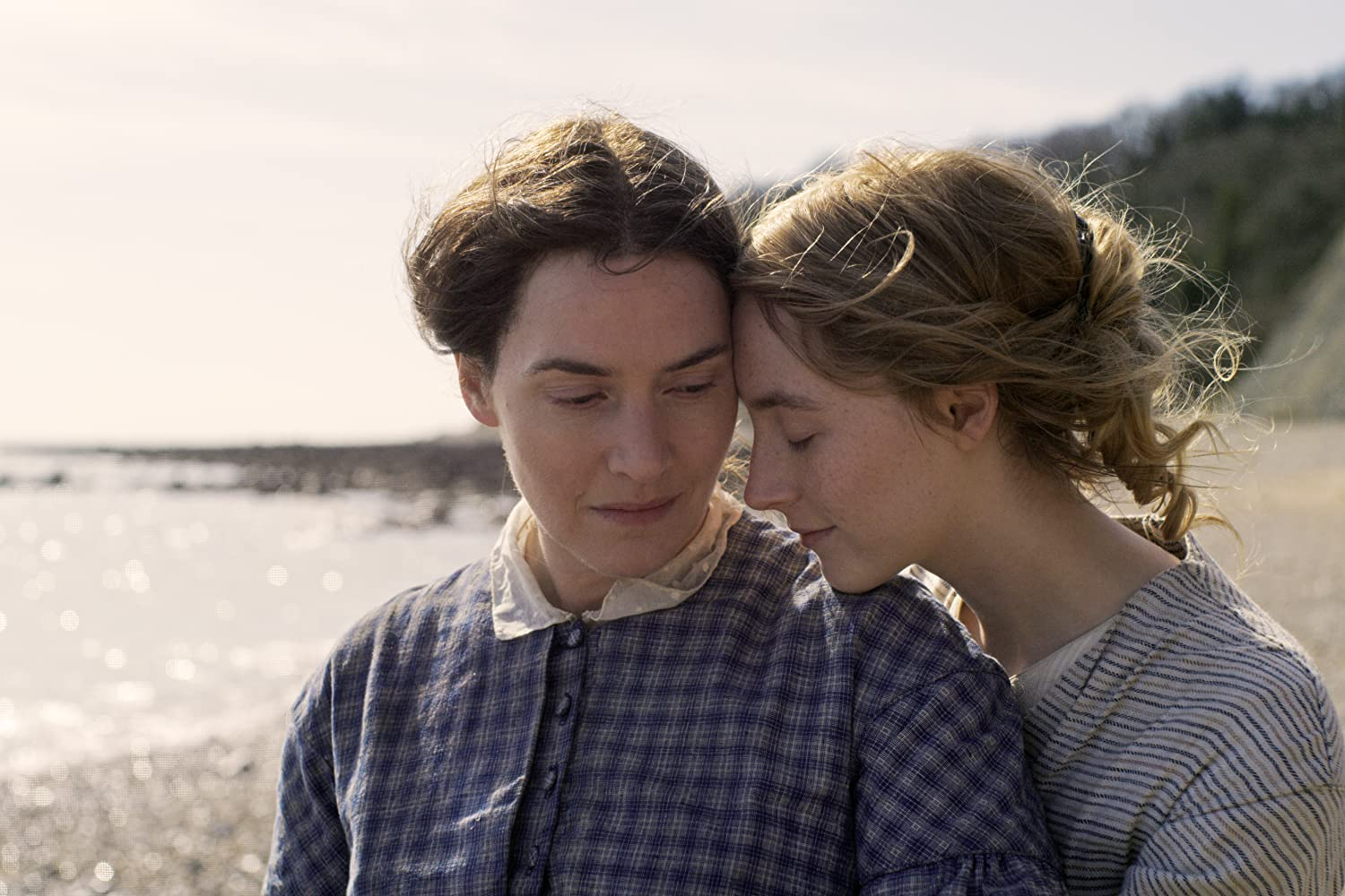 Kate Winslet and Saoirse Ronan in Ammonite (2020)