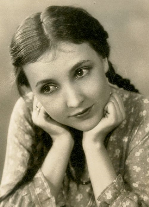 Bessie Love in Lovey Mary (1926)