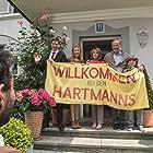 Senta Berger, Heiner Lauterbach, Florian David Fitz, Palina Rojinski, Eric Kabongo, and Marinus Hohmann in Willkommen bei den Hartmanns (2016)